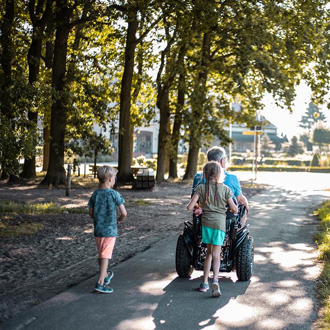 Twizzler Buddy rolstoel wandelen met de kleinkinderen